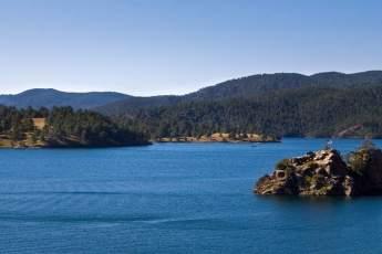 Black hills hiking black hills lakes powder house lodge for Pactola lake cabins